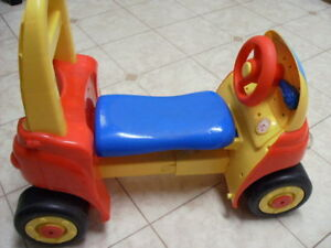 LITTLE TIKES MY FRIST COZY COUPE