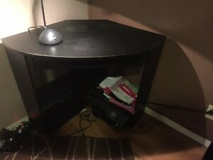 Corner desk with or without chair