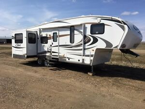 Couger Lite 29 foot 5th Wheel