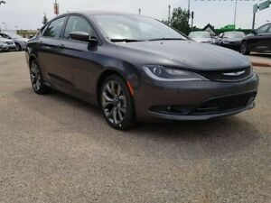 2016 Chrysler 200 S / Panoramic Sunroof / Heated Front Seats & S