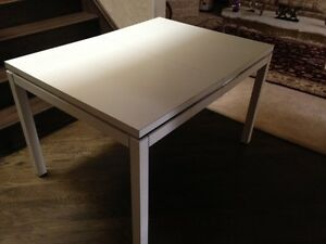 Kitchen table (extendable) with 6 chairs West Island Greater Montréal image 3