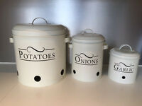 Set of 3 kitchen storage containers