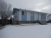 3 BEDROOM HOME WITH LARGE YARD & CLOSE TO SCHOOLS!