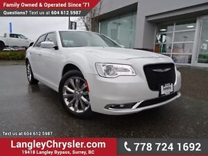 2016 Chrysler 300 Touring ACCIDENT FREE w/ AWD, NAVIGATION &...