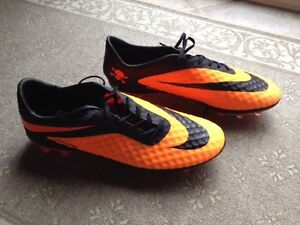 Souliers Soccer Adidas Nike