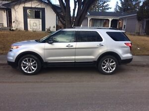 2013 Ford Explorer XLT Loaded Low KM No GST One Owner