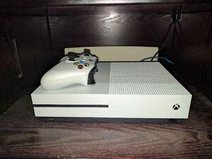 Xbox One S 500gb blanche + 9 jeux et plus
