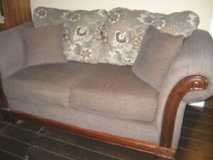 FOR SALE LOVESEAT IN MINT CONDITION BOUGHT IT IN MAY $200 FIRM
