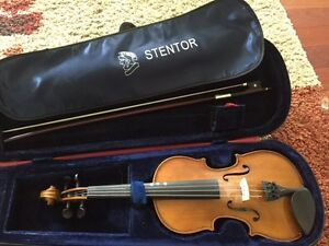 1/2 size Stentor violin with bow and case