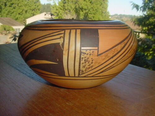 BEAUTIFUL OLD VINTAGE HOPI INDIAN POTTERY BOWL WITH TRADITIONAL DESIGN