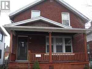 All inclusive, furnished, renovated and minutes to Univerity Windsor Region Ontario image 1