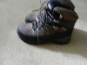 CSA PROTECTIVE FOOTWEAR  -  BOOTS, LEATHER