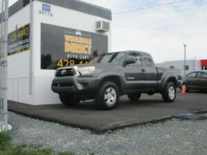 2012 Toyota Tacoma 4X4 4.0L V6 Access Cab! One owner & Clean Car
