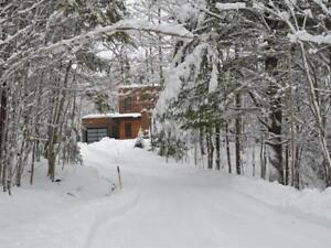 Stunning 2 Bedroom Home w/ 3.8 acres, Mountain Views and Privacy