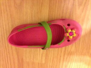 Crocs - Size 9 toddler Mary Janes, hot pink with flower; Keeley