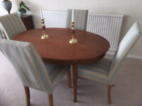 Dining table with 4 comfortable and stylish mutliyork chairs