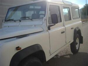Land Rover Defender 110 5 doors 9 seats TD5 5 cylinder 2,5L
