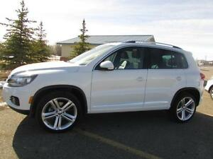 2016 VW Tiguan 2.0 TSI HIGHLINE R-Line  **LEATHER-NAV-SUNROOF**