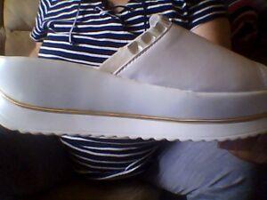 Sandales-pantoufles blanches gr. 6 neuves femmes