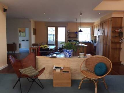 Sunny large room in Thornbury share house