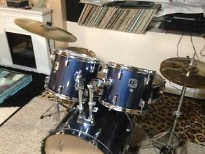 2 drum sets to sell. Les deux comme neuf!