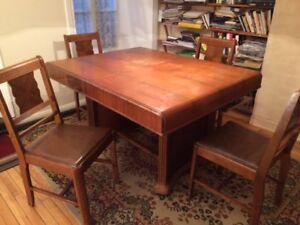 Table, chaises et bahut Art déco datant des années 30
