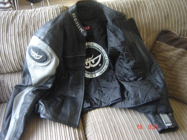 Black and Grey berik biker jacketin Swallownest, South YorkshireGumtree - Black and grey Berik biker jacket/body armour.removable thermal inner liner Almost like new. Hardly used. Great protection
