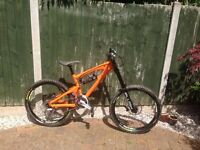 SANTA CRUZ VP-Free Downhill Mountain Bike