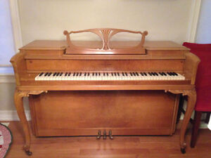 Beautiful Antique 1949 Hand-Carved Story & Clark Piano