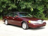 Miniature 9 Voiture American used Lincoln Town Car 2000