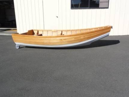 dinghy clinker built