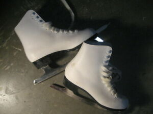 CCM competitor figure skates, size 2 USA youth, or ~20.5 cm. Lik