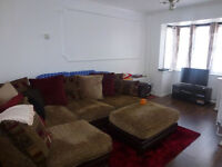 Lovely 3 bed house with living room, separate kitchen,garage,garden,2 wc in Barking, IG11