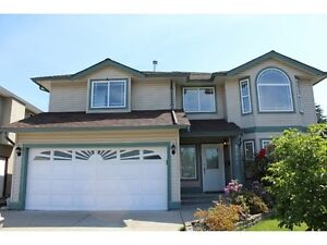 Beautiful 3 Bedroom Upper Level of House at MurrwyVille