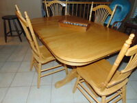 Solid oak dining room table with 2 extensions