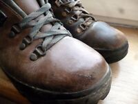 Meindl Borneo boots Size UK 7.5 Goretex lining. Good condition