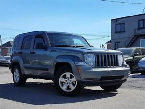 JEEP LIBERTY SPORT 2012/4X4/AC/MAGS/CRUISE/GROUP ELECT/CLEAN!!!!