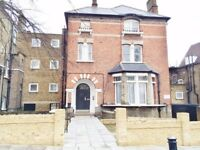 gas and water incl - Bright double bedsit apartment in Carleton Road, Camden, N7