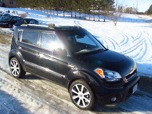 2010 Kia Soul 4U: loaded! SUNROOF! HEATED SEATS! LOW KMS!