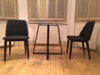 MUST GO - Round Dining table (+2 chairs)