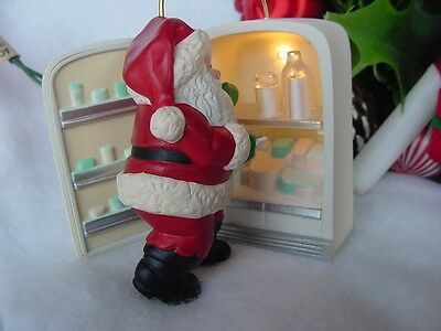 HALLMARK ORNAMENT Santa RAIDING the Fridge 1993 CHRISTMAS MAGIC REFRIGERATOR wbx