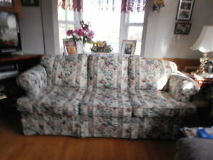 SOFT FLORAL COUCH, NON SMOKING HOME