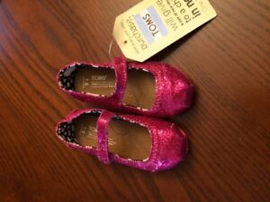 Baby Toms ~ Magenta Glitters in Mary Jane style