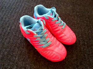 Girls Y12 Soccer Shoes-Like New