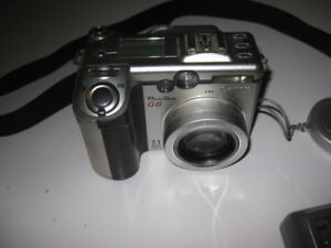 Canon PowerShot G6 with large 2.0 Lens & 4x Optical Zoom