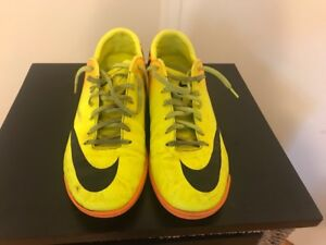 2 PAIRS MEN'S INDOOR SOCCER SHOES SIZE 11 & 12 & Jersey