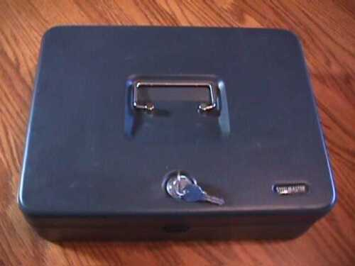 GRAY METAL STEELMASTER TIERED CASH BOX AND CHANGE TRAY WITH 2 KEYS