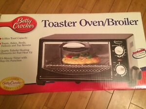 MOVING SALE: TOASTER OVEN BROILER EXCELLENT CONDITION!