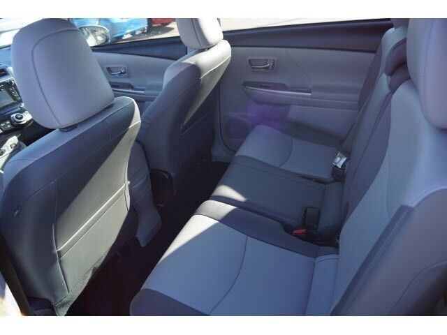 Image 8 Voiture American used Toyota Prius V 2016