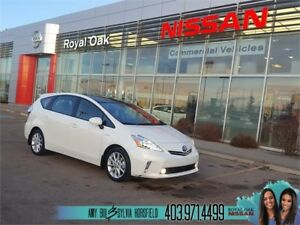 2012 Toyota Prius v Hybrid ** Very Low Kilometers! **